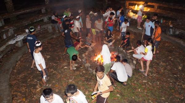 16 BBQ around the campfire
